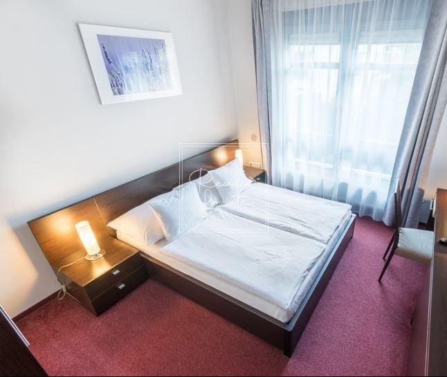 2-kk-classic-bedroom 1