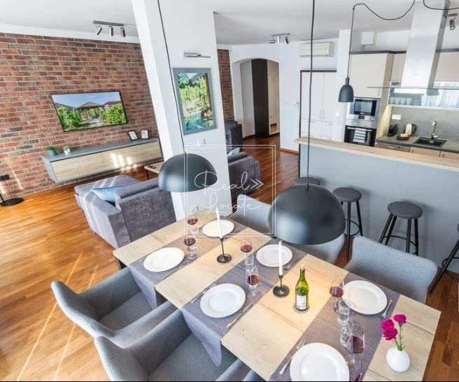 4-kk-premium-dining room