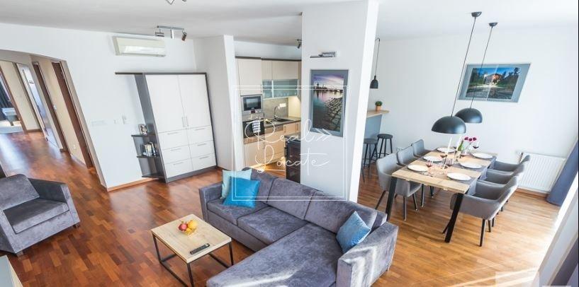 4-kk-premium-living room kitchen